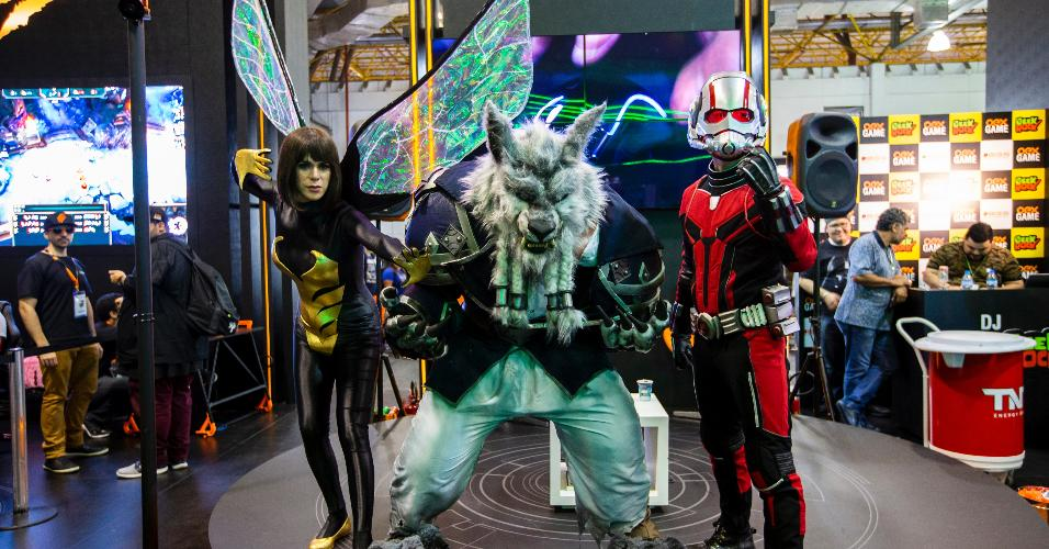 Cosplayers capricham na fantasia durante a Brasil Game Show