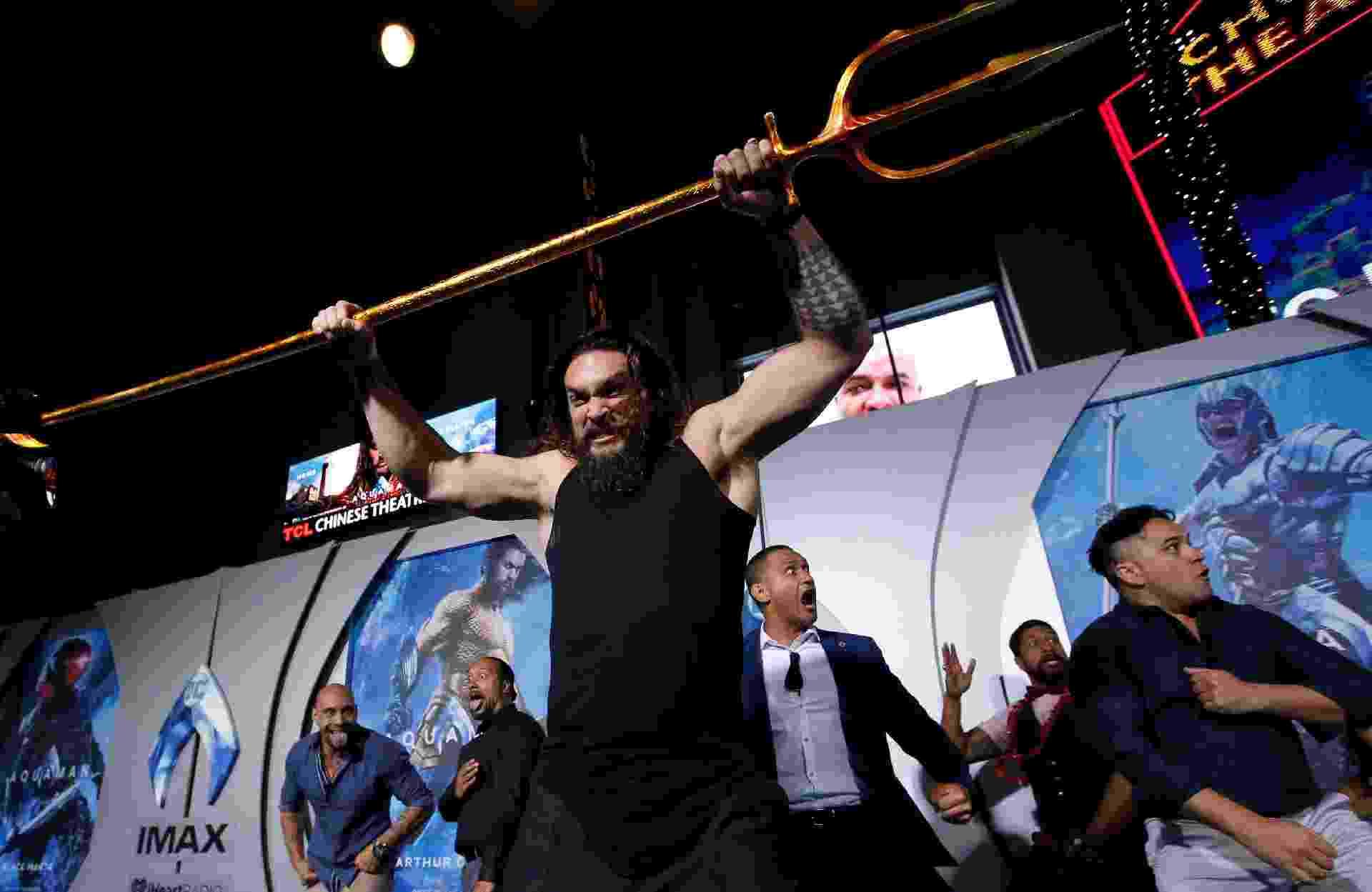 """Jason Momoa faz um haka antes da estreia de """"Aquaman"""" em Hollywood - Mario Anzuoni/Reuters"""