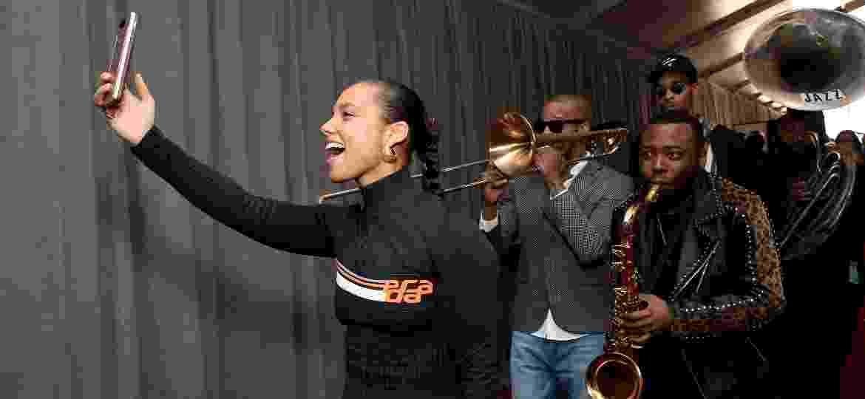 Alicia Keys ensaia para o grande dia, sua estreia como apresentadora do Grammy - Michael Kovac/Getty Images for NARAS