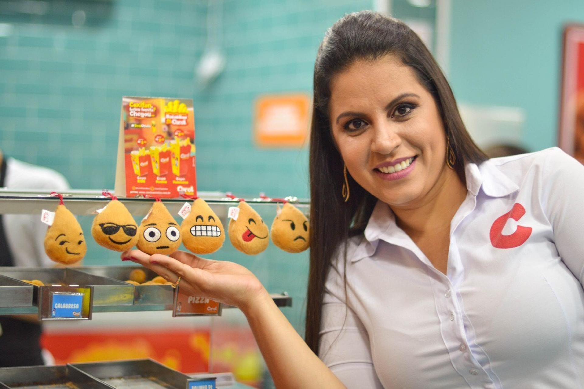 d761e3905 A história da mulher que fatura R  15 milhões vendendo coxinha no copo -  22 02 2019 - UOL Universa