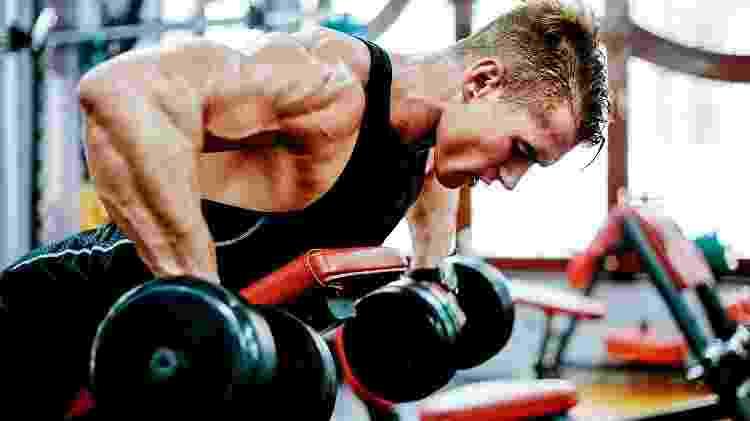 Exercícios que envolvem mais de uma articulação trabalham vários músculos e permitem a você deixar de fazer exercícios isolados - iStock