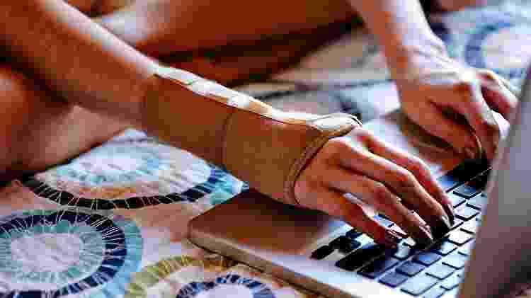 tendinite, dor ao digitar, computador, teclado - iStock - iStock