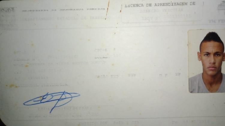 Neymar primeira CNH teste autoescola São Vicente habilitação baliza - Arquivo pessoal - Arquivo pessoal