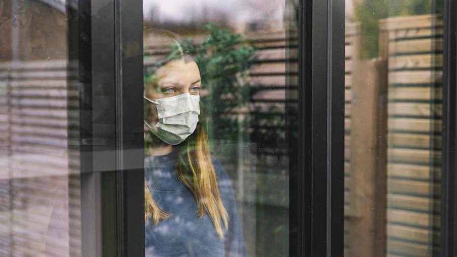 O isolamento social e a mudança da rotina podem trazer problemas para a saúde mental, como ansiedade - Getty Images
