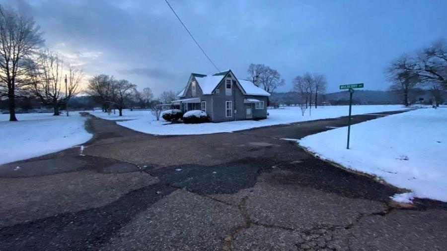 A pequena cidade de Cheshire, em Ohio, foi comprada quase em sua totalidade por uma usina a carvão vizinha, depois que os moradores reclamaram da poluição - Harmon Leon/BBC