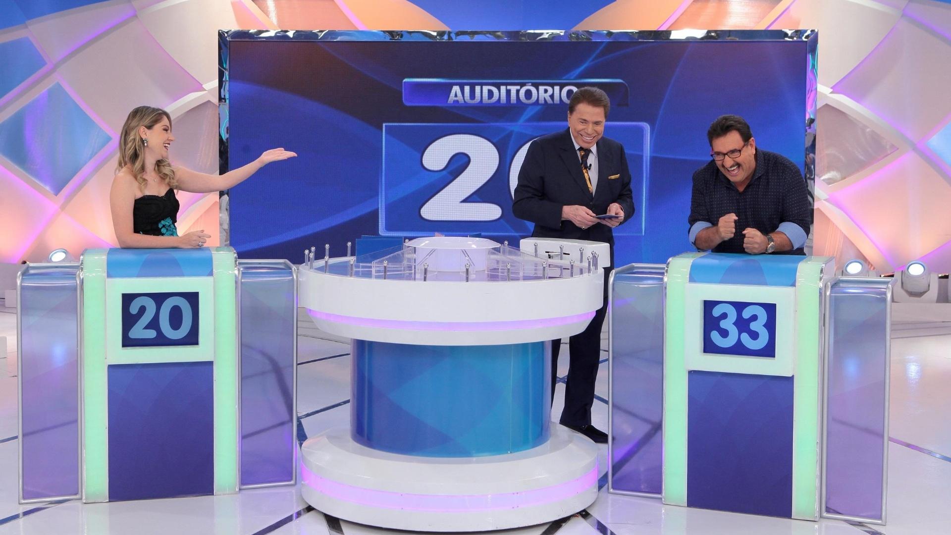 Silvio Santos recebe Juliana Baroni e Ratinho em seu programa