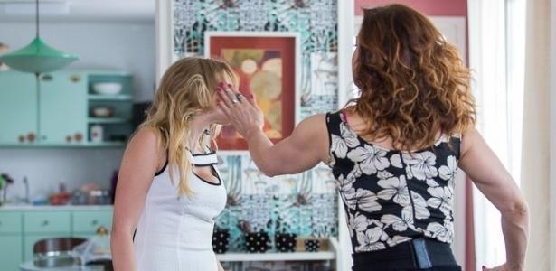 """Jéssica (Marcella Rica) leva tapa de Salete (Claudia Raia) em """"A Lei do Amor"""" - Reprodução/GShow"""
