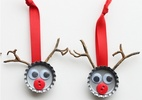 Artesanato de tampinha de garrafa dá cara diferente para decoração de Natal (Foto: Reprodução/Bbel)