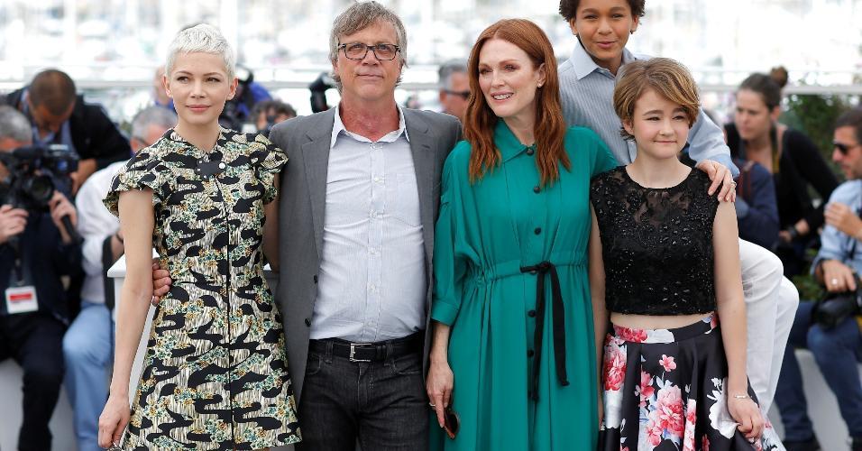 """O diretor Todd Hayes e parte do elenco de """"Wonderstruck"""" posa para fotos em Cannes, na França"""