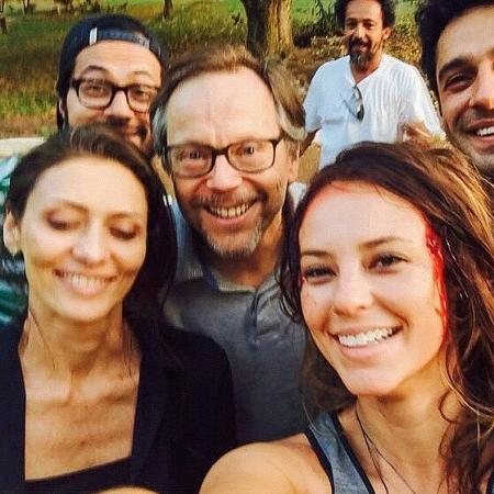 """Paolla Oliveira posa com Maria Fernanda Cândido, João Baldasserini, Fernando Meirelles e mais na época de """"Felizes Para Sempre?"""" - Colaboração para o UOL"""