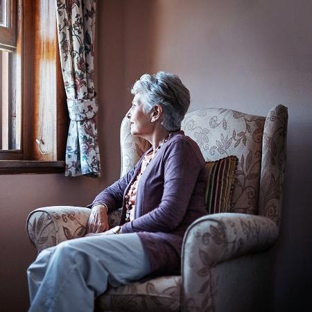 A covid-19 é mais grave em pessoas com mais de 60 anos - iStock