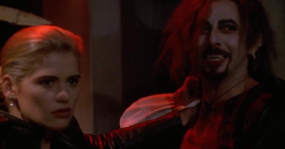 """Paul Reubens em cena de """"Buffy - A Caça-Vampiros"""" (1992)"""