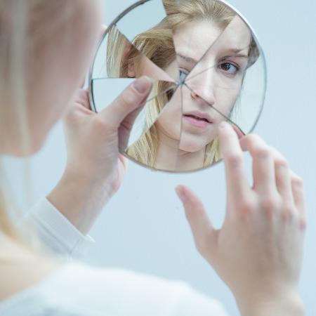 Não se reconhecer bonita, publicamente, é uma característica de muitas mulheres - Getty Images/iStockphoto