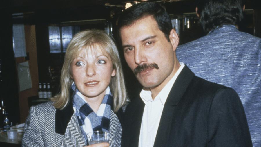 Mary Austin e Freddie Mercury em 1985 - Getty Image