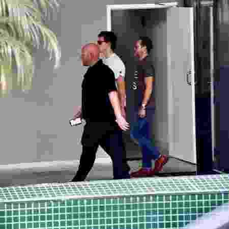 Shawn Mendes vai até drogaria em São Paulo acompanhado por segurança - Marcelo Sá barretto/AgNews - Marcelo Sá barretto/AgNews