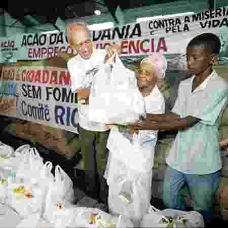 """Betinho durante a campanha """"Ação da Cidadania contra a Fome, a Miséria e pela Vida"""", em 1996 - Divulgação/ONG Ação Cidadania"""
