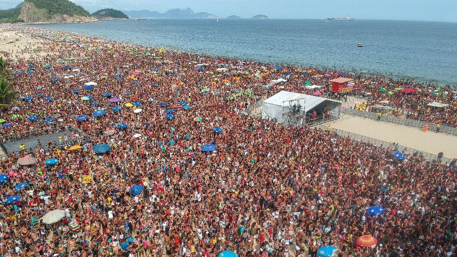 O Bloco da Favorita reuniu cerca de 300 mil pessoas em Copacabana, zona sul do Rio de Janeiro - ALLAN CARVALHO/AGIF/ESTADÃO CONTEÚDO