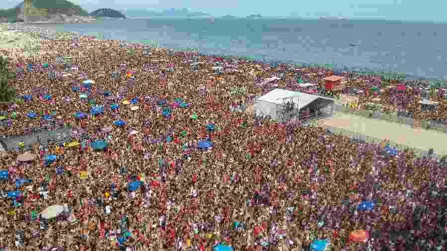 Bloco da Favorita reuniu cerca de 300 mil pessoas em Copacabana - ALLAN CARVALHO/AGIF/ESTADÃO CONTEÚDO
