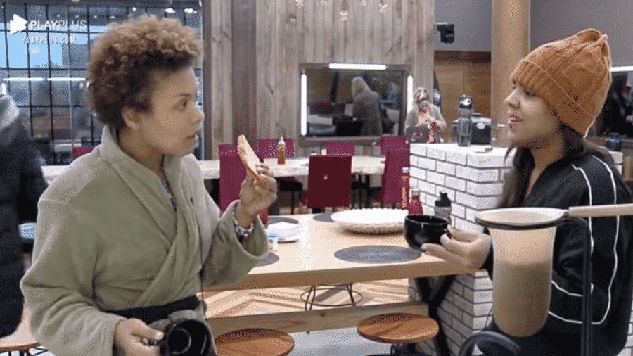 Lidi Lisboa e Tays Reis falam sobre o exagero no uso do açúcar no café - Reprodução/RecordTV