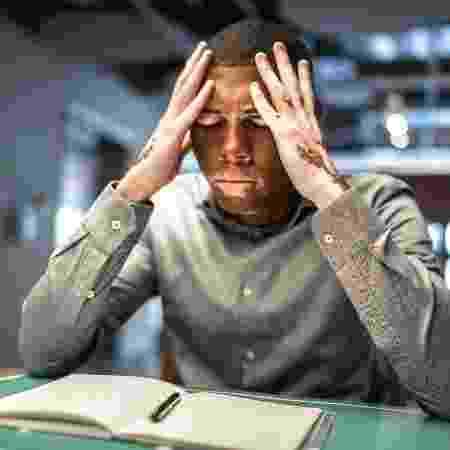 Baixa autoestima estresse - iStock - iStock