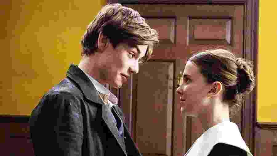 Louis Partridge e Millie Bobby Brown interpretaram Lorde Tewksbury e Enola Holmes no filme - Divulgação