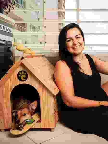 Aline Manha e a cadela Madalena - Fernando Moraes/UOL - Fernando Moraes/UOL
