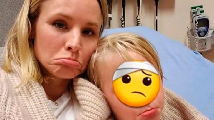 Kristen Bell e a filha, Delta, com o rosto escondido por um emoji - Reprodução/Instagram