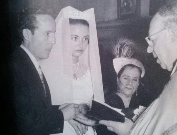 Fotografia publicada no livro de Bolaños mostra casamento do criador do Chaves com Graciela Fernández, em 1956