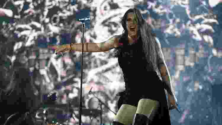 25.set.2015 - Mesmo com menor público, os finlandeses do Nightwish arrancam gritos e pulos dos fãs no palco Sunset, durante o quinto dia de shows do Rock in Rio 2015. - Wilton Junior/Estadão Conteúdo - Wilton Junior/Estadão Conteúdo