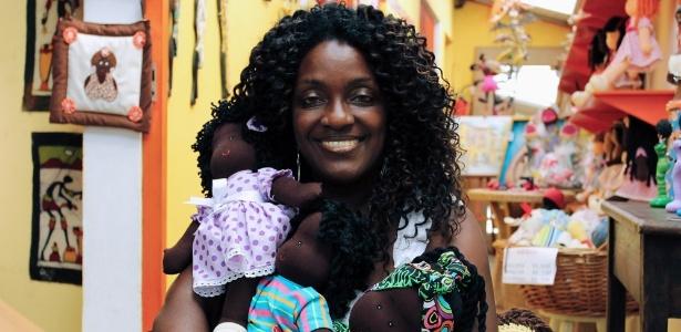 Joyce Venancio, da Preta Pretinha, que vende bonecas inspiradas em diferentes etnias  - Divulgação