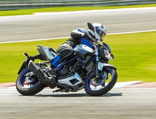 Com motor e ciclística trazidos da R3, naked parte de R$ 18.790 em versão sem ABS - Divulgação