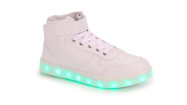 14ed8388ce1 Tênis com luz de LED vira febre entre adultos  veja onde encontrar ...