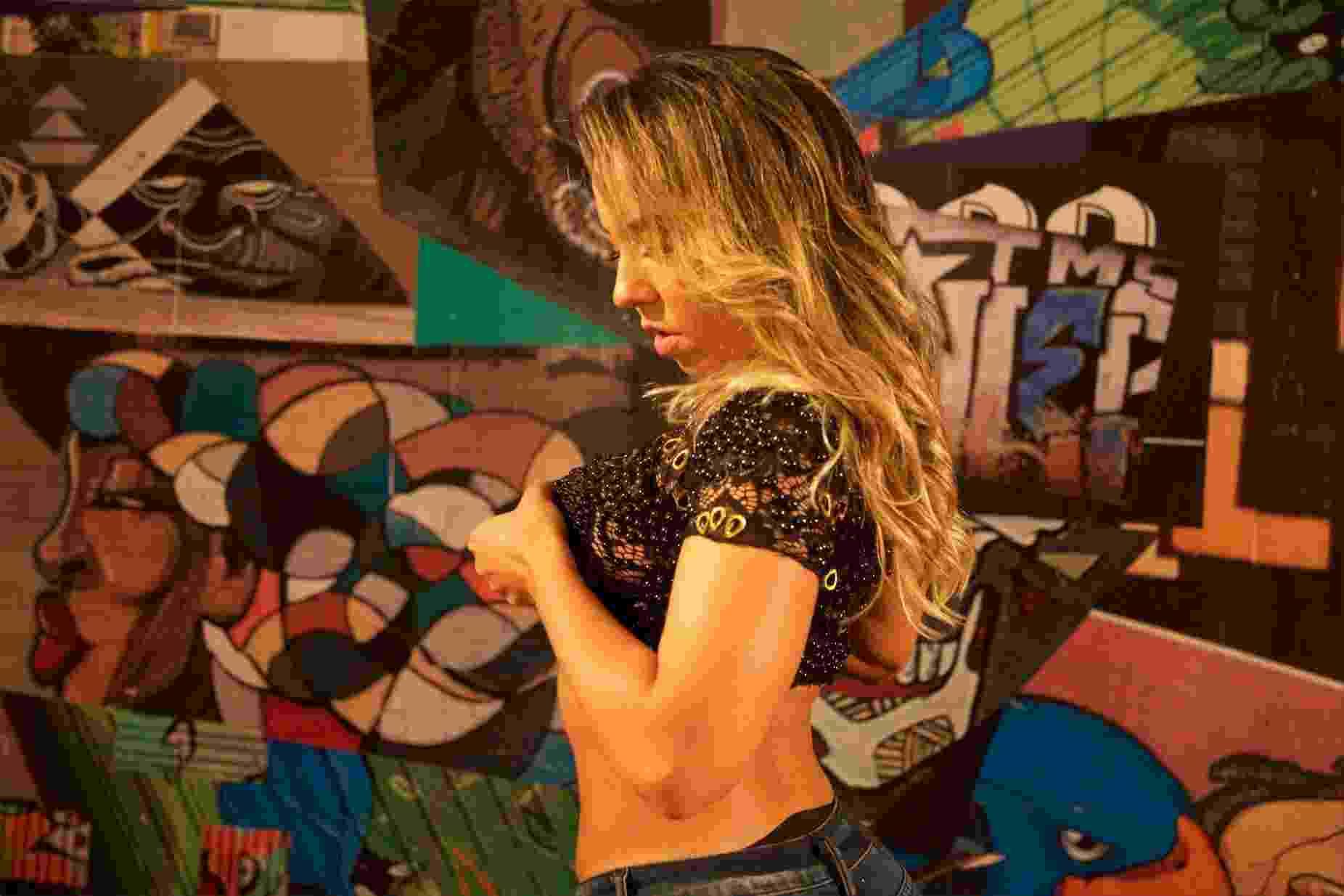 """Mulher Melão tira a roupa durante entrevista para o programa """"Só Para Maiores"""", do canal Sexy Hot no YouTube - Divulgação/Sexy Hot"""