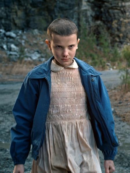 """Eleven em cena de """"Stranger Things"""" - Reprodução"""