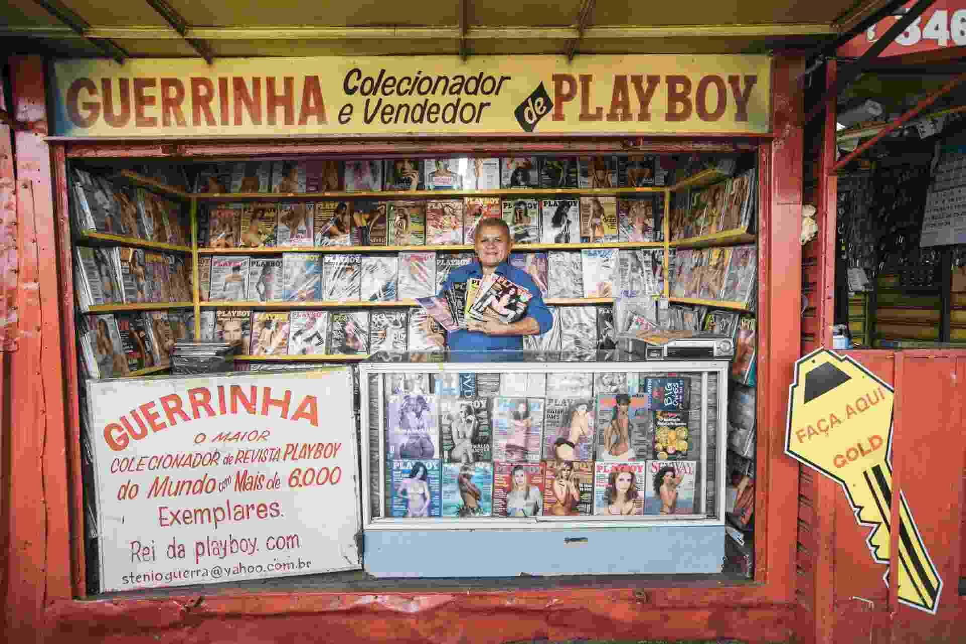 Diferentemente do que diz a pintura na porta da banca, já são mais de 8 mil exemplares na coleção de Guerrinha - Lucas Lima/UOL