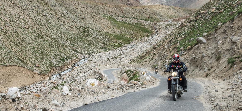 Royal Enfield Bullet no Himalaia: para enfrentar as íngremes subidas da região, mais vale o torque que a potência - Leo Lucarelli/Divulgação