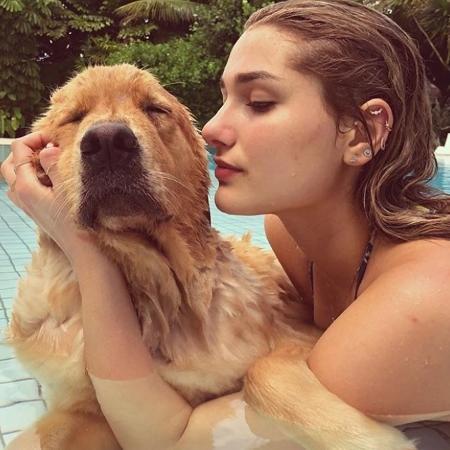 Xuxa mostra Sasha na piscina - Reprodução/Instagram/xuxamenegheloficial