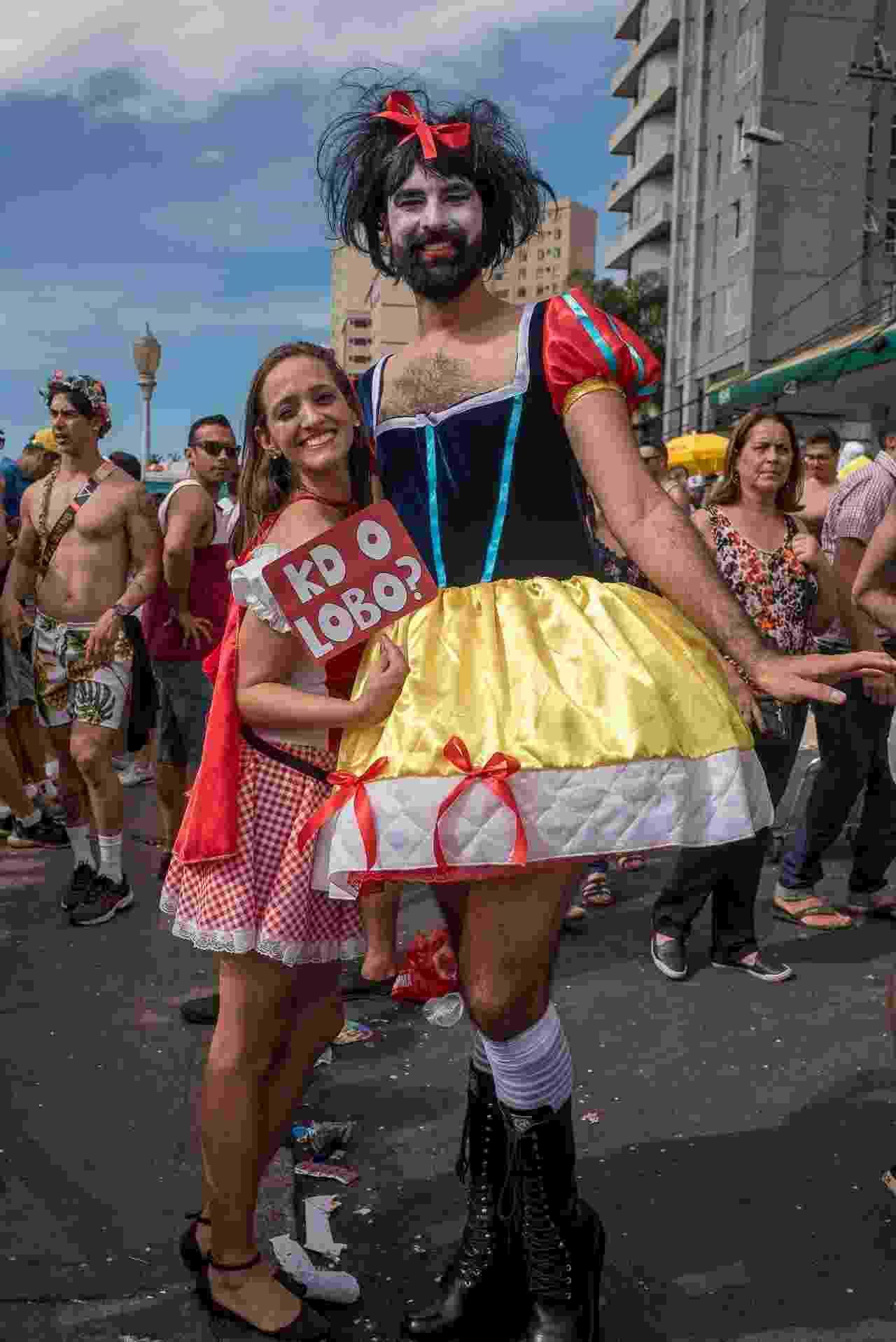 Em Belo Horizonte, o bloco Corte Devassa teve fantasias caprichadas, como esta Branca de Neve e atraiu público de todas as idades nesta segunda (12) - Nereu Jr/UOL
