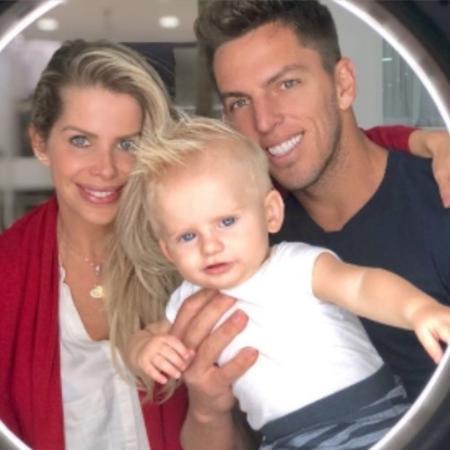 Karina Bacchi com o filho, Enrico, e o noivo, Amaury Nunes - Reprodução/Instagram