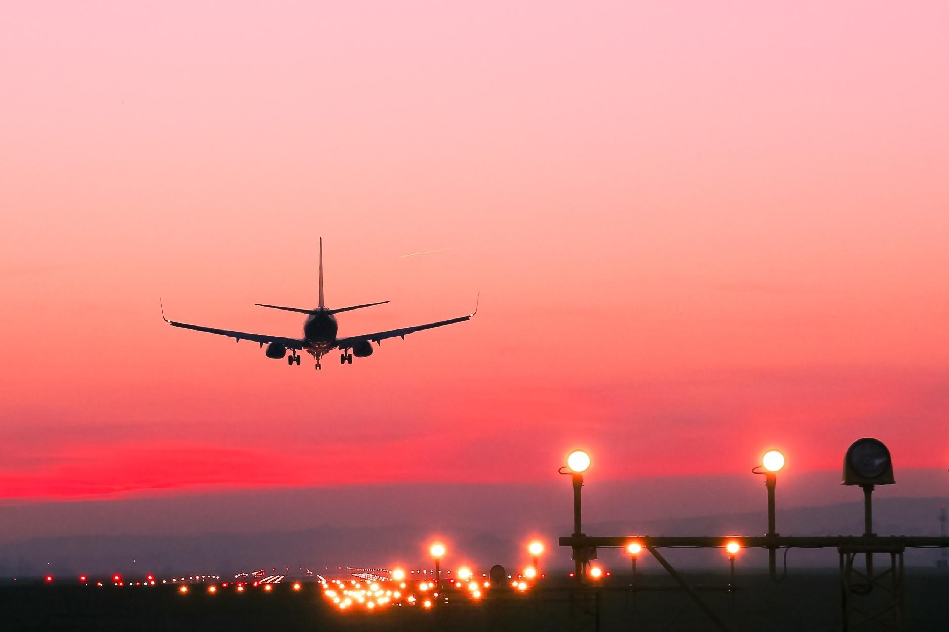 Resultado de imagem para Governo lança edital de estudos para concessão de 22 aeroportos