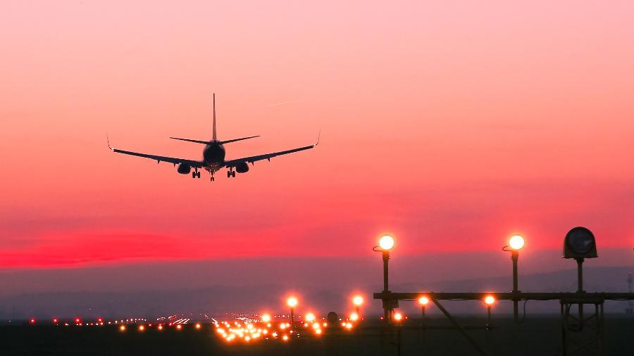 Descida constante é um desafio para os pilotos - Bogdan Khmelnytskyi/Getty Images/iStockphoto