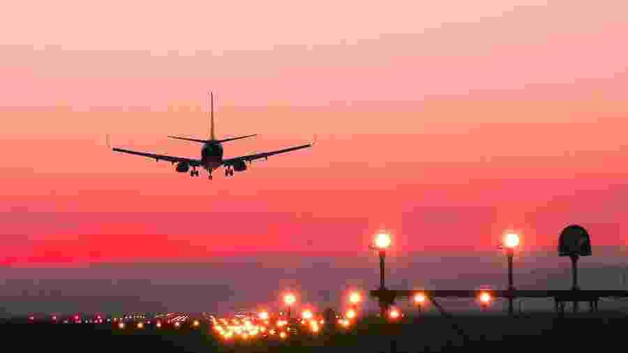 Um dos maiores problemas da aviação é que ela não emite apenas CO2, mas outros gases de efeito estufa - Bogdan Khmelnytskyi/Getty Images/iStockphoto