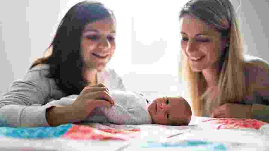 """Casal do DF terá agora direito a uma """"dupla"""" licença-maternidade para cuidar da filha recém nascida - iStock"""