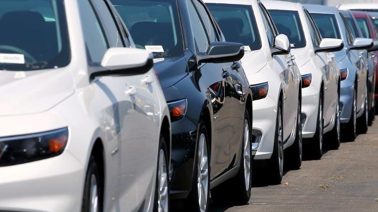 Concessionária nos EUA; especialista aponta que 'fetiche' da propriedade de carros não existe como aqui - Mike Blake/Reuters - Mike Blake/Reuters