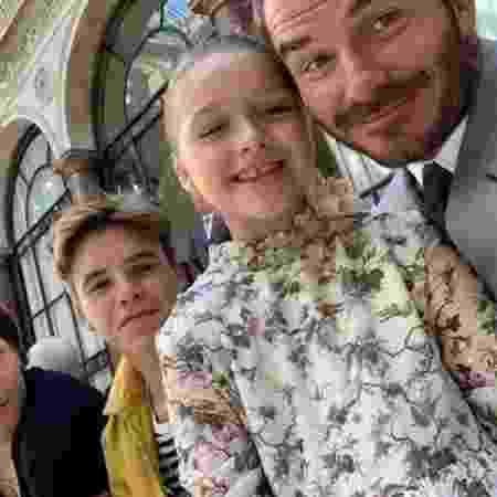 Beckham com os filhos no desfile da mulher, Victoria - Reprodução/Instagram