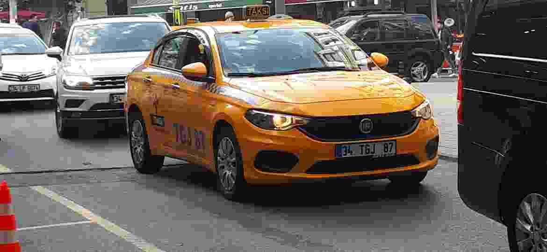 Pode ser táxi ou não: Fiat Egea é sucesso de vendas na Turquia - Vitor Matsubara/UOL