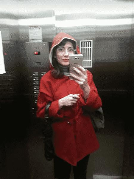 Pâmela Carbonari com o casaco vermelho da mãe - Arquivo Pessoal - Arquivo Pessoal