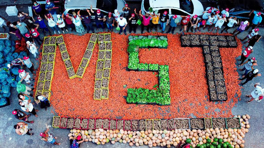 MST em Pernambuco doa 13 toneladas de alimentos - Olívia Godoy/ Divulgação