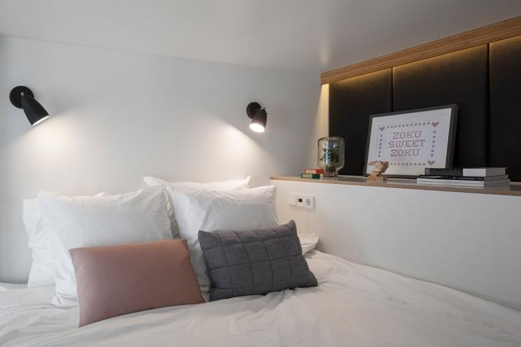 Embora o loft Zoku tenha apenas 24 m², o projeto de interiores desenhado pelo escritório de arquitetura holandês Concrete prioriza o conforto e a funcionalidade. No quarto, a cama tem padrão 'king size'