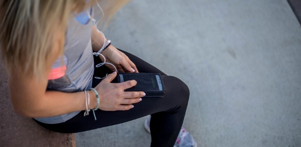 Legging com suporte para smartphone: a distração definitiva nas academias? - Divulgação